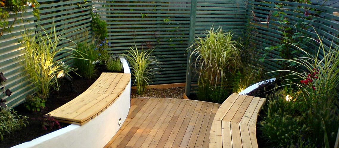 Raised beds with seats incorporated